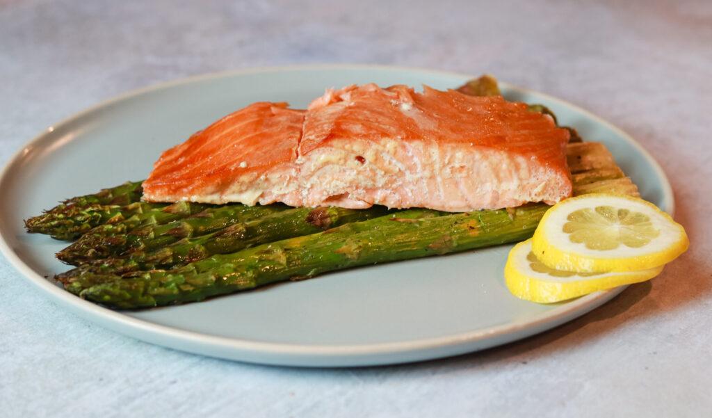 Smoked salmon with roasted asparagus